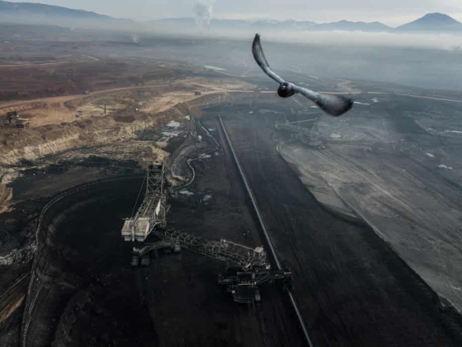 The endless black mine spans 625 square miles.