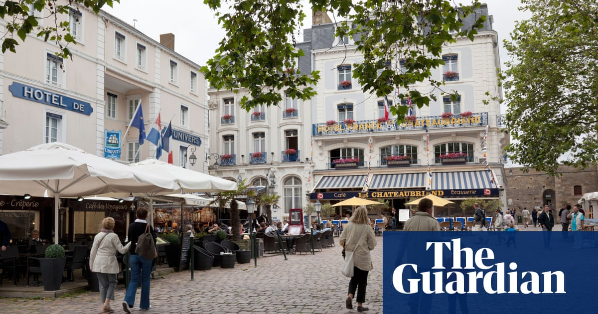 Britons in France urged to apply for post-Brexit permit amid deadline confusion