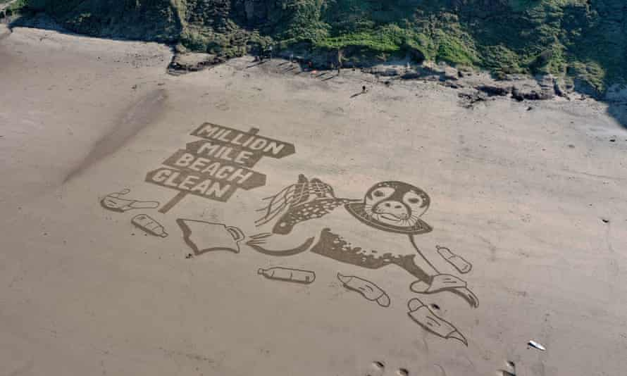 A sand drawing across 50 metres, at Cayton Bay, Yorkshire, highlights the SAS million-mile clean campaign.