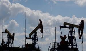 FILE PHOTO: Pump jacks are seen at the Ashalchinskoye oil field owned by Russia's oil producer Tatneft near Almetyevsk, in the Republic of Tatarstan, Russia, July 27, 2017. REUTERS/Sergei Karpukhin/File Photo