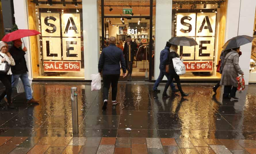 Christmas shoppers in Glasgow