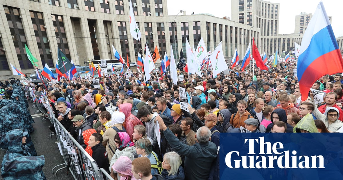 Russian police carry out mass raids against opposition activists
