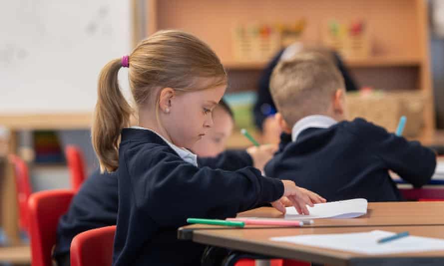 Niños en clase en septiembre pasado: El momento de la reapertura de las escuelas será crucial para calmar la propagación de la nueva enfermedad.