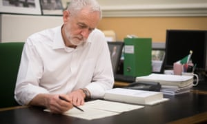 Jeremy Corbyn signs his letter.