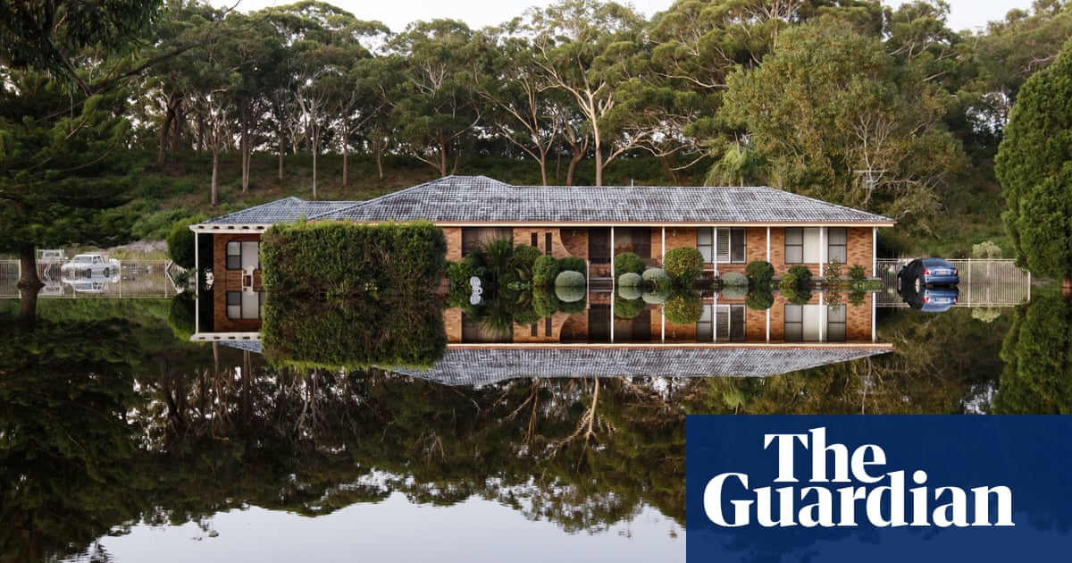 'Delay is as dangerous as denial': scientists urge Australia to reach net zero emissions faster
