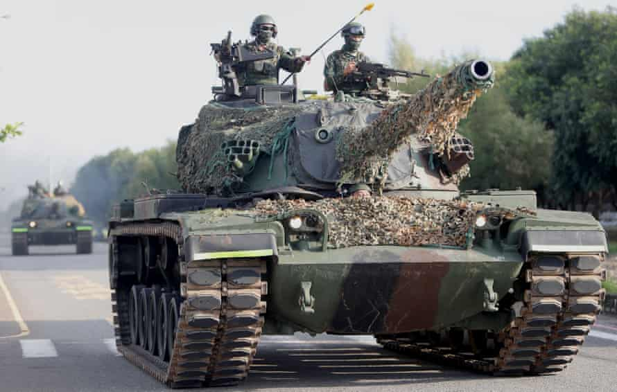Taiwanese tanks join exercises to be prepared in the event of a military conflict with China.