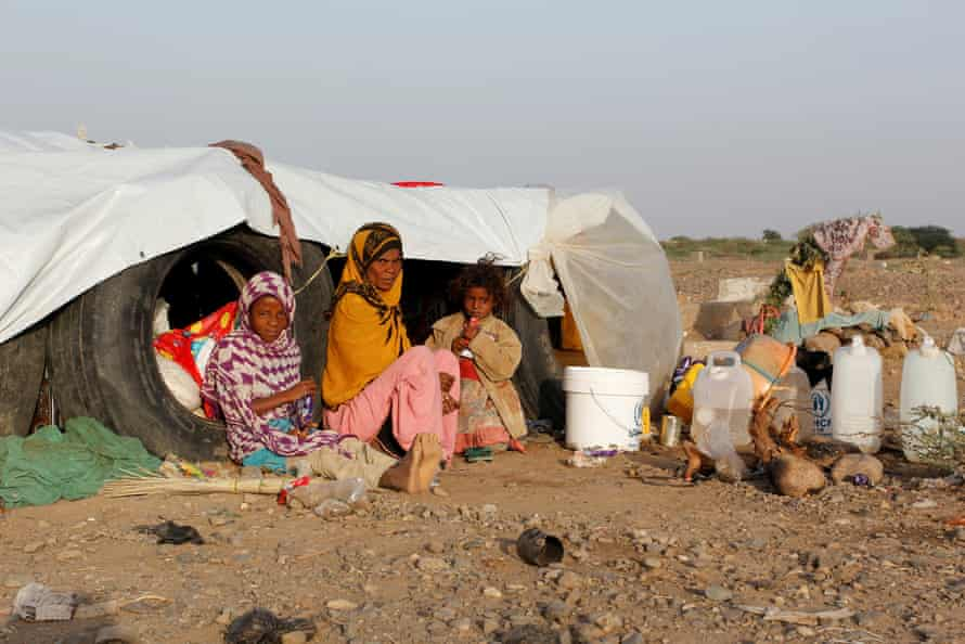 A woman and her daughters at a makeshift camp for internally displaced people in al-Jarahi, south of the port city of Houdieda