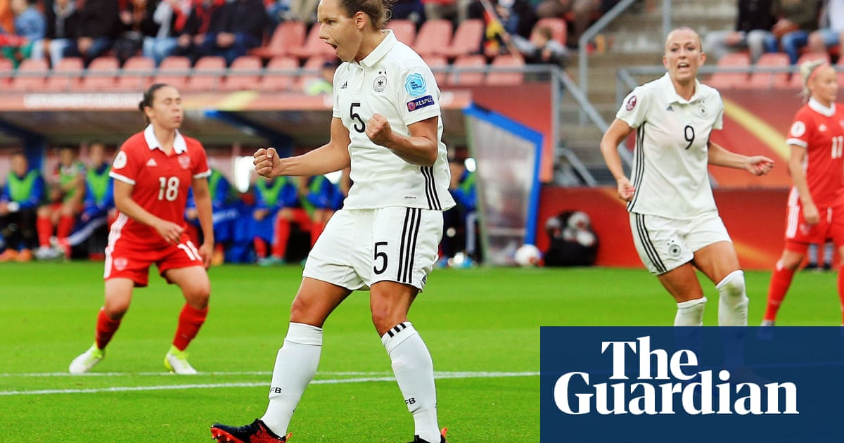 Euro 2017: Germany beat Russia and win Group B as Italy stun Sweden