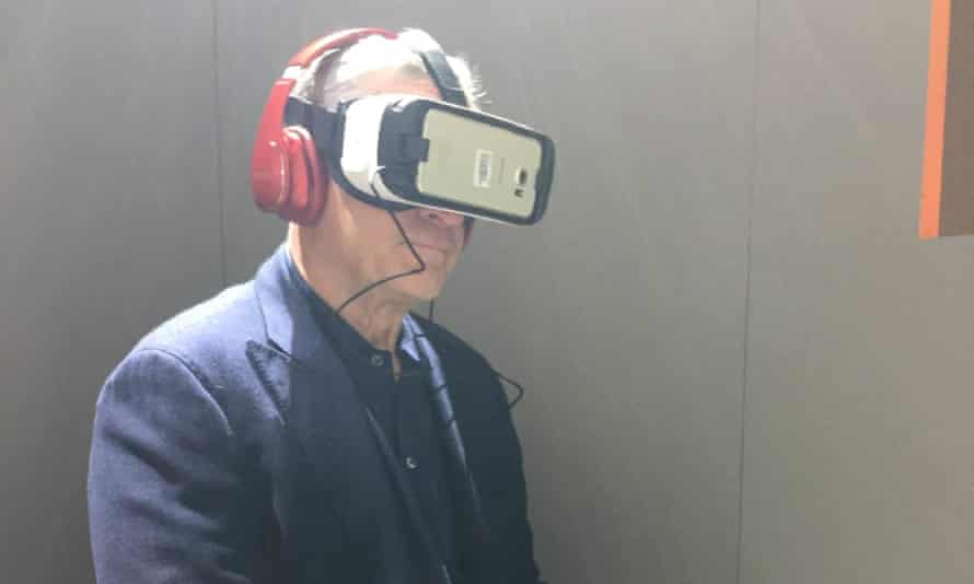 Robert De Niro experiencing the Guardian's 6x9 VR at the Tribeca film festival in New York