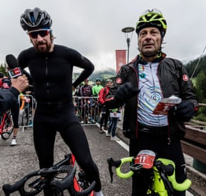 Bradley Wiggins and Fausto Pinarello contemplate their ride at the start of the 2017 Maratona dles Dolomites.