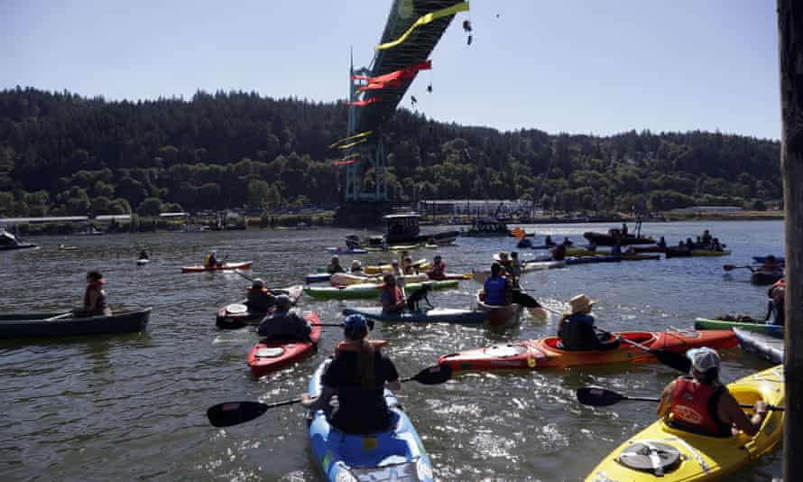 The kayaktivists in the Willamette River, before the icebreaker made its way through.