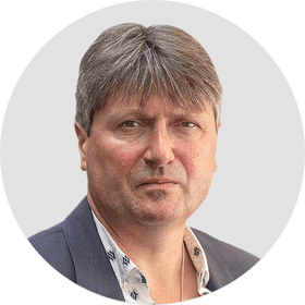 Simon Armitage. Circular panelist byline.