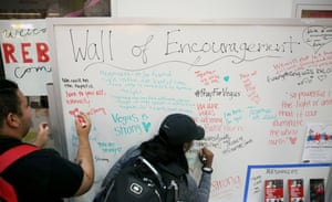 Students and locals write messages of encouragement on a noticeboard at the University of Nevada, Las Vegas