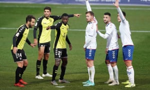 Charlie I'Anson (third from right) lines up at a set piece for Rayo Majadahonda.