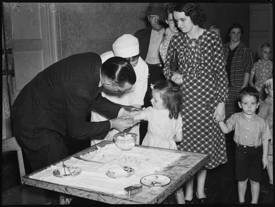 Diptheria immunisation, 25 March 1940.