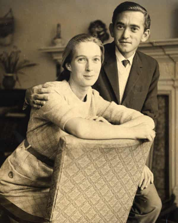 Goodall with her friend and later husband Hugo Van Lawick.
