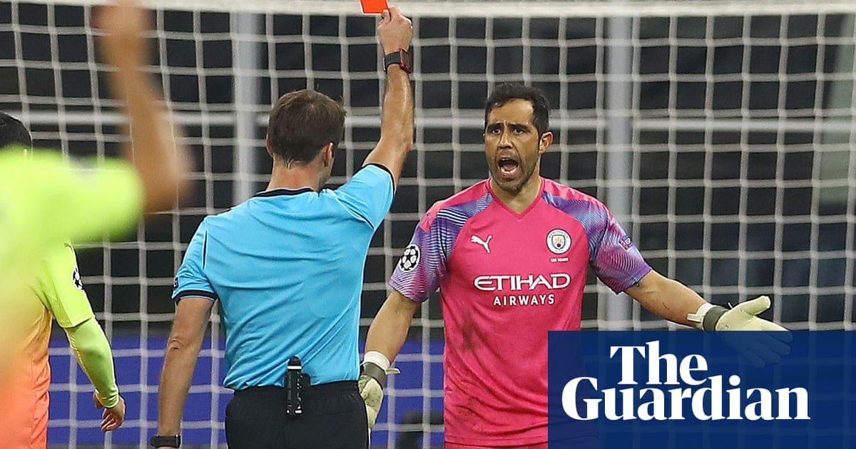 Pep Guardiola backs Claudio Bravo to step up in Ederson's absence