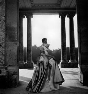 Coquette dress autumn/winter 1948 haute couture. Model: Wenda Rogerson (Parkinson)