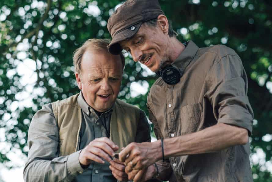 Lance (Toby Jones) and Andy (Mackenzie Crook) in Detectorists