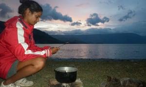 Colazione all'alba sul lago Toba, Sumatra