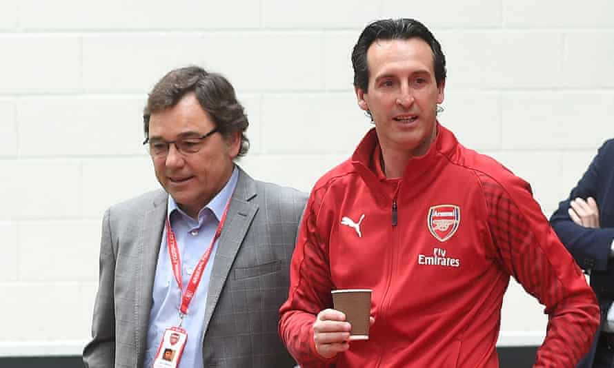 Unai Emery (right) with Arsenal's director of football Raúl Sanllehí.