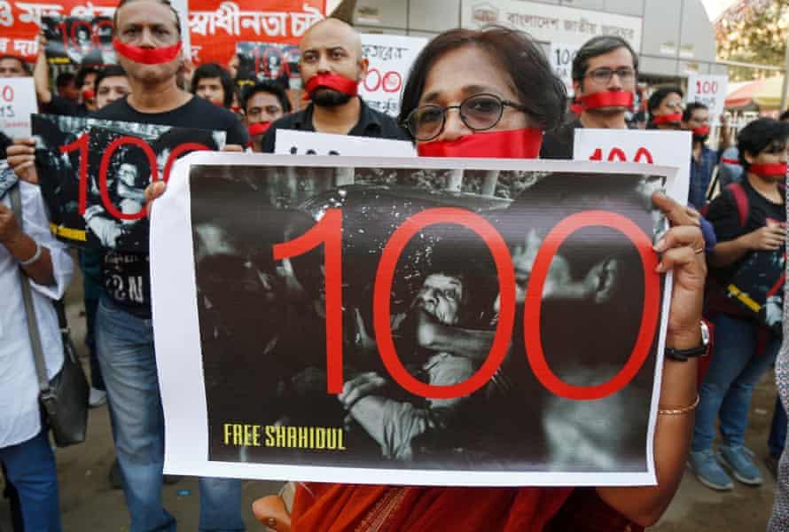 Bangladeshi photographers form a human chain calling for the release of Shahidul Alam in Dhaka.
