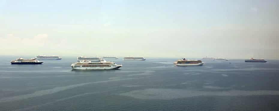 Cruise ships in Manila Bay