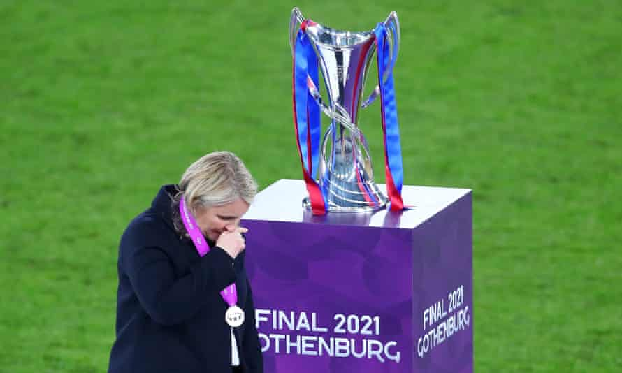 Emma Hayeswalks past the Women's Champions League Trophy after Chelsea's defeat to Barcelona in the final.