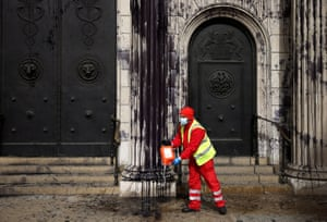 A council worker cleaning up the floor in front of the Bank of England.