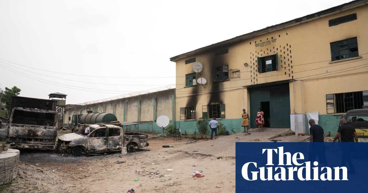 Nigeria: heavily armed men free inmates during attack on prison