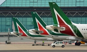 Alitalia has moved a step closer to liquidation after shareholders voted unanimously to put the airline into administration.