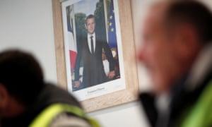An official portrait of Emmanuel Macron
