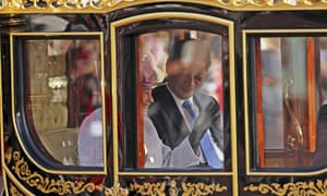 The Queen and Chinese president Xi Jinping are driven by carriage along The Mall to Buckingham Palace