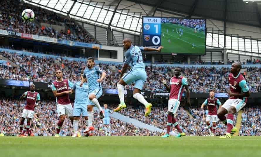 Fernandinho heads home Kevin De Bruyne's free-kick to make it 2-0 to Manchester City.