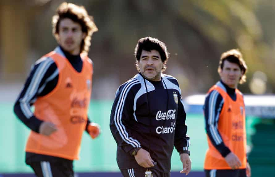 Aimar, Maradona and Messi together in Argentina training in 2009.