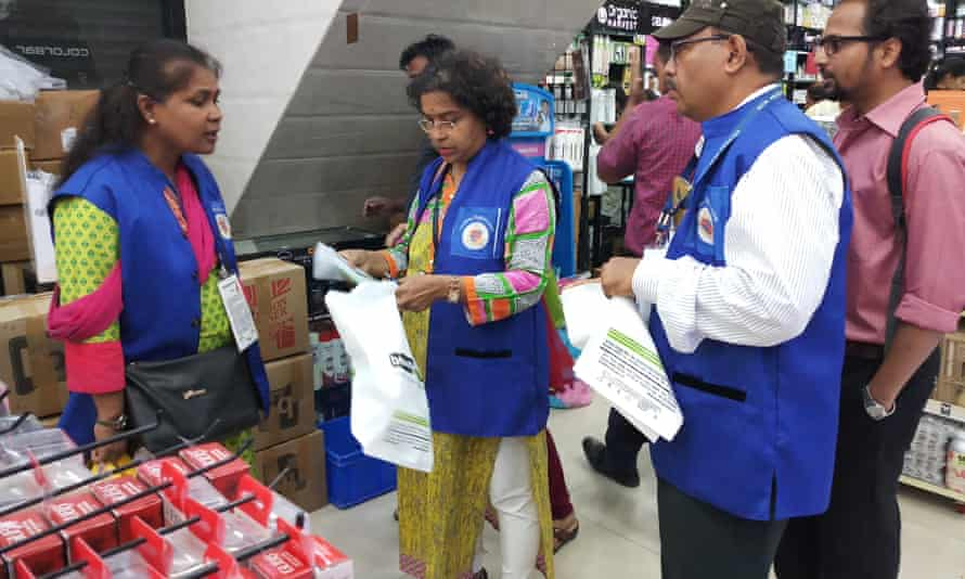 Mumbai's 'blue squad' enforce the ban on plastic bags.