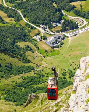 Fuente Dé cable railway. Picos de Europa, SpainTop view of the clable car reaching the top of the mountain with the valley as background. In the heart of the Picos de Europa, the Fuente Dé Cable Railway overcomes a drop of 750 metres taking travellers to an altitude of 1,450 metres. Cantabria, Spain. EOS 5D MarkII