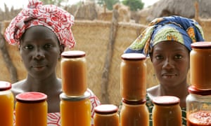 Women in Bantantinnting in Senegal, sell jam they produced with the help of a UN project.