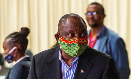 Cyril Ramaphosa in a colourful facemask