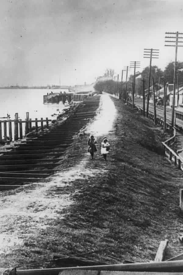 A levee during the Great Mississippi Flood of 1927.