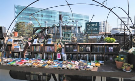 Word on the Water, the London Bookbarge, is a floating bookshop moored on Regent's canal at King's Cross