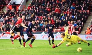 Lundstram scores Sheffield's second goal.