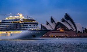 Viking Sun arrives in Sydney.
