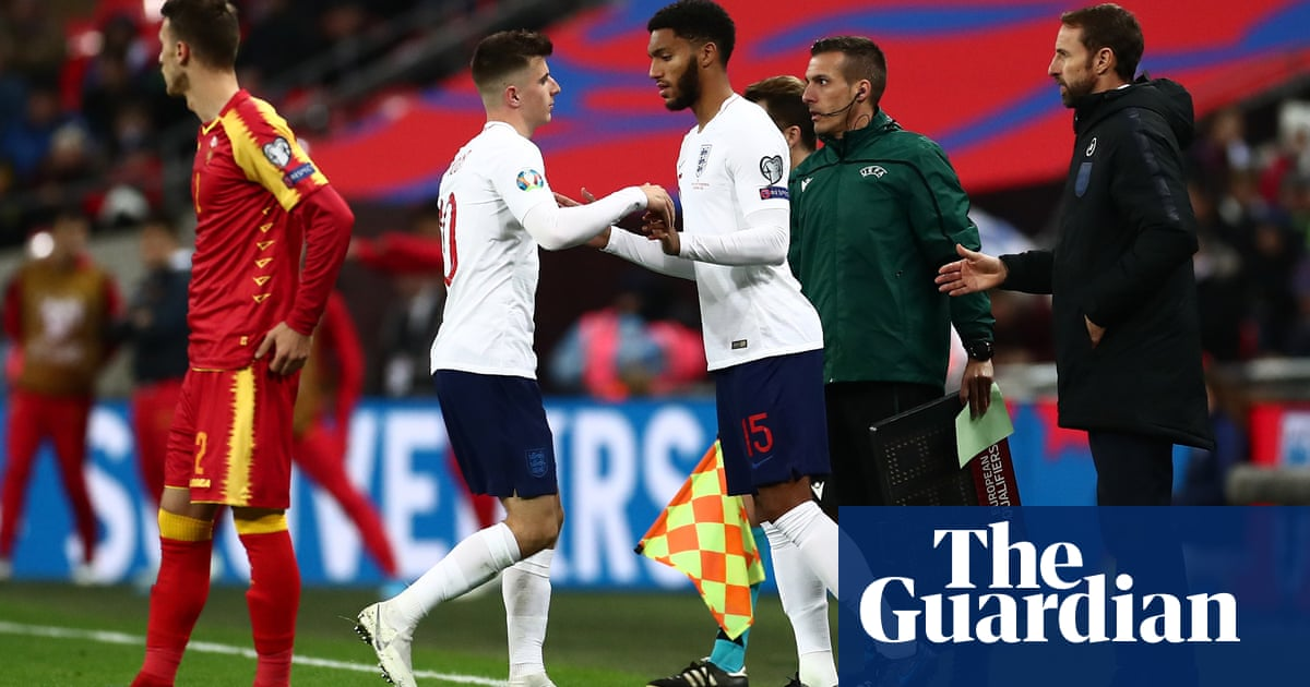 Raheem Sterling defends Joe Gomez after boos from England fans