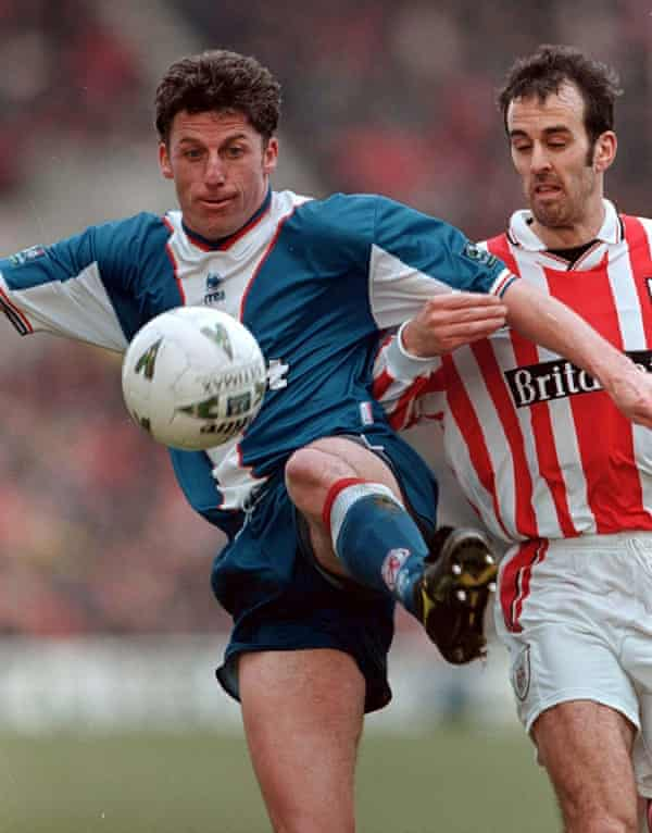Paul Holsgrove (right) puts Middlesbrough's Andy Townsend under pressure.