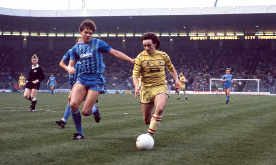 Nevin (right) playing for Chelsea against Manchester City at Maine Road, 1984.