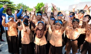 Indonesian students on the island of Belitung receive free goggles