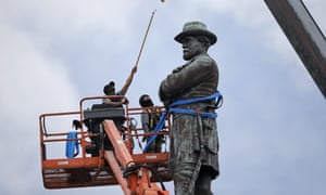 Workers prepare to take down the statue of Robert E Lee in New Orleans.