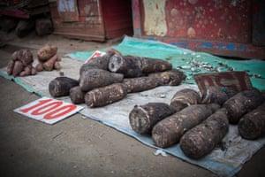 Cassava roots for sale in Kibera