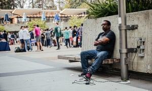 «Это похоже на веревку вокруг моей шеи»: Уиллард Битц был бездомным из-за затрат на его монитор GPS-лодыжки.